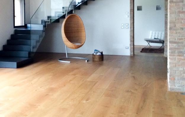 pavimento rivestito in legno